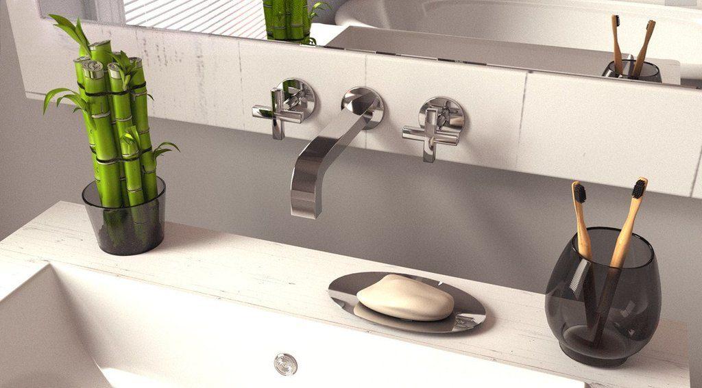Drevené zubné kefky v kúpeľni