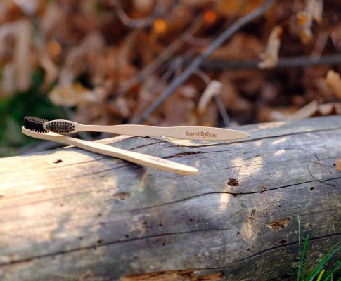 Drevená zubná kefka – porovnanie slovenských výrobcov